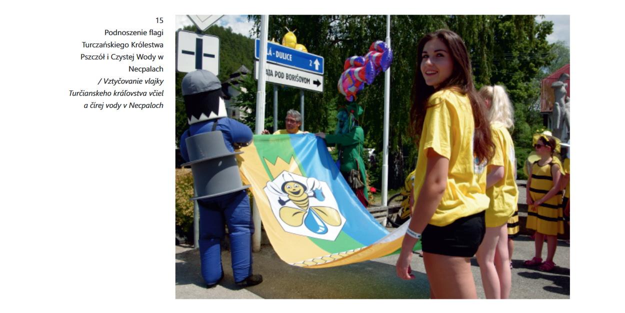 Podnoszenie flagi Turczańskiego Królestwa Pszczól i Czystej Wody w Necpalach